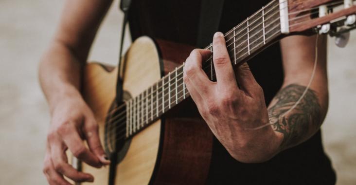 jouer guitare
